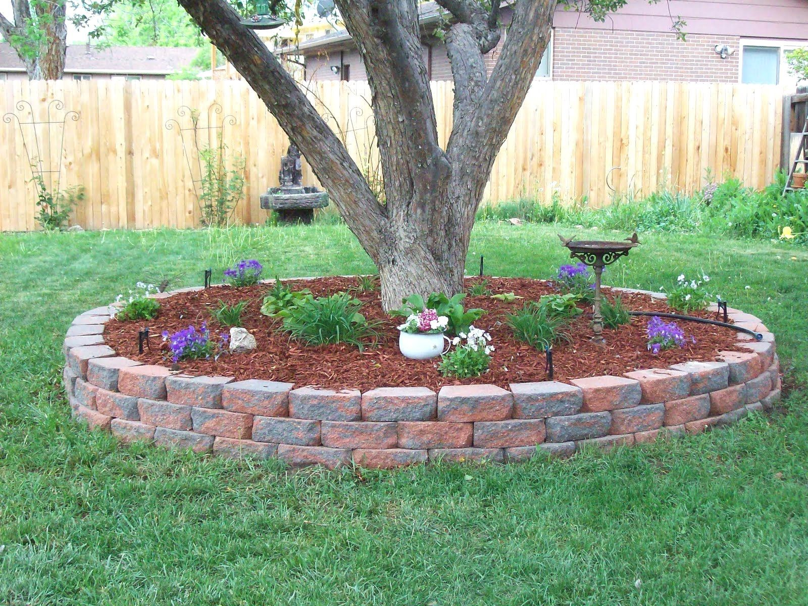Garden bed with trees   Amazing Fresh Frontyard and Backyard Landscaping Ideas  Градина