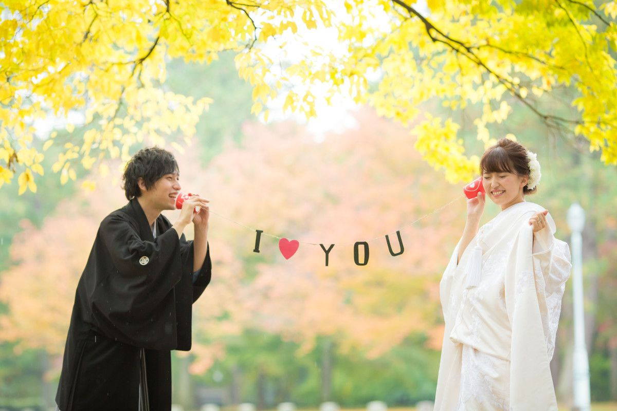 Your Pre Wedding Photo Shoot Is Your Time To Have The Most Freedom And Fun What Better Way Pre Wedding Photoshoot Props Pre Wedding Photos Wedding Photoshoot