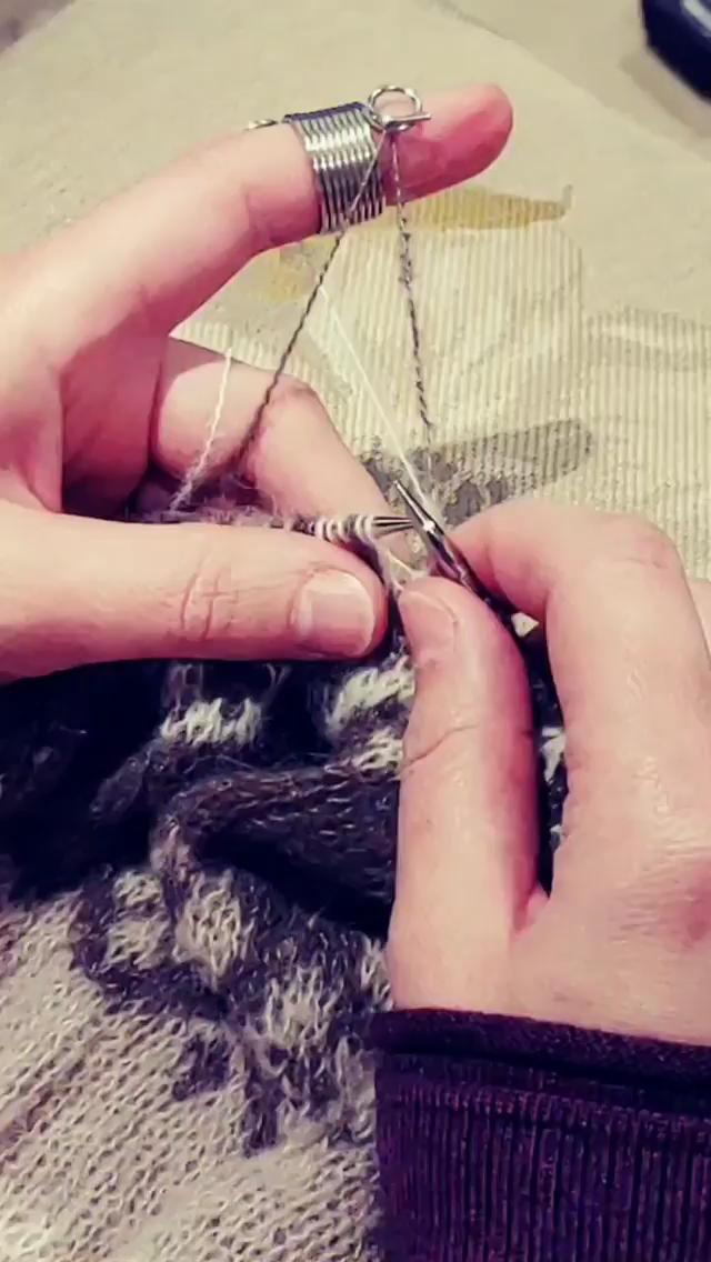 Photo of fanger flottører strikket strandet med norsk fingerbøl