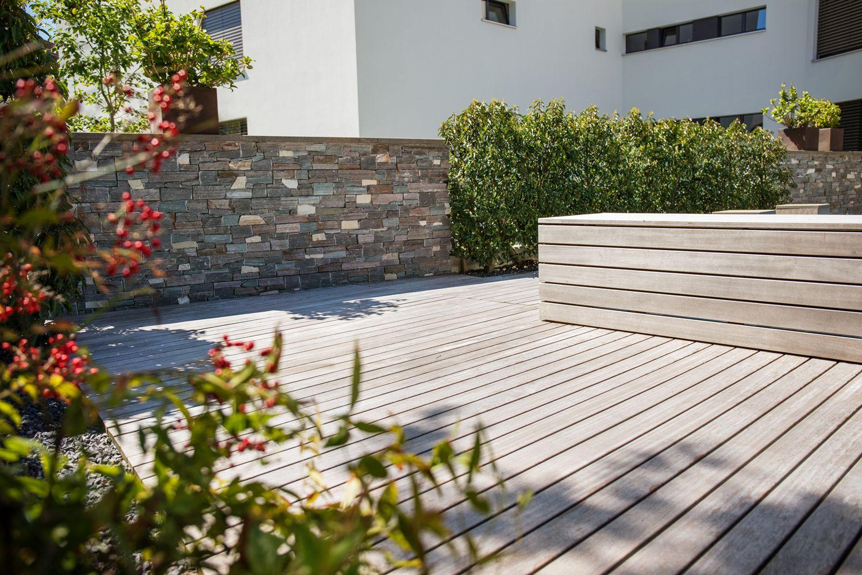 Garten Mit Biologischem Swimming Pool Und Natursteinmauer Parcs ...