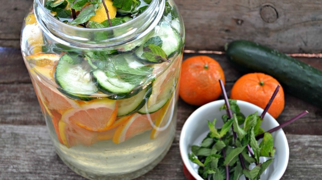 Get bathing suit ready with this simple recipe for a refreshing fruit and vegetable infused\u00a0Fat Flush Water\u00a0as seen on The Biggest Loser. #weightlossrecipes