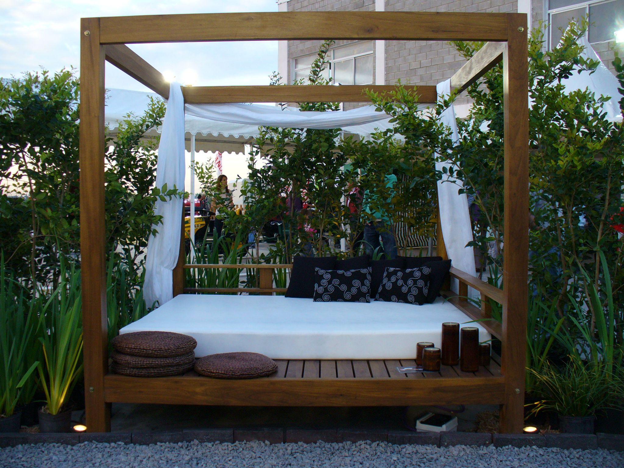 Camastro bali con almohadones color tierra sobrio c lido for the home patio con piscina Almohadones exterior