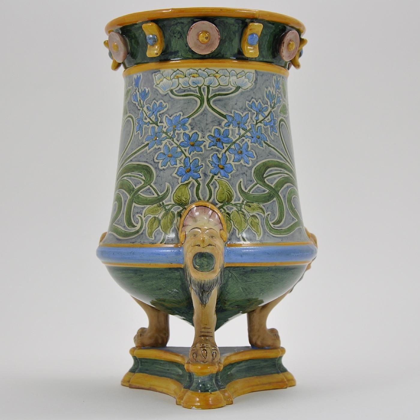 www.italialiberty.it | Vaso Ginori Liberty. Primi del Novecento. Vaso in maiolica artistica con tripode Ginori.