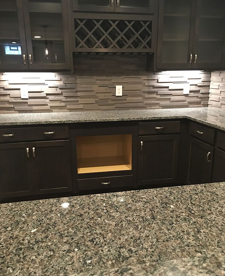 Kitchen Backsplash Granite: Beautiful Taupe Stacked Stone Backsplash With Luna Pearl