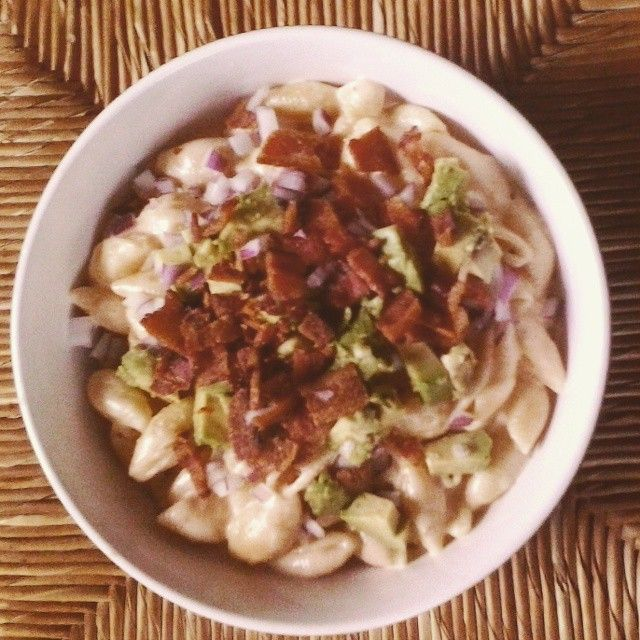 Pepperjack mac n cheese with red onions, avocado, and applewood smoked bacon. Oh dear lord that sounds amazing.