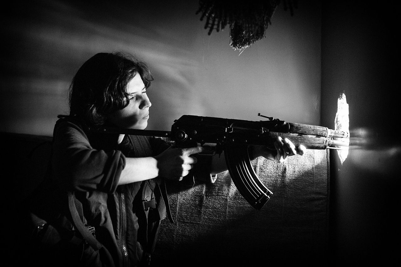 Female sniper from the YPG.