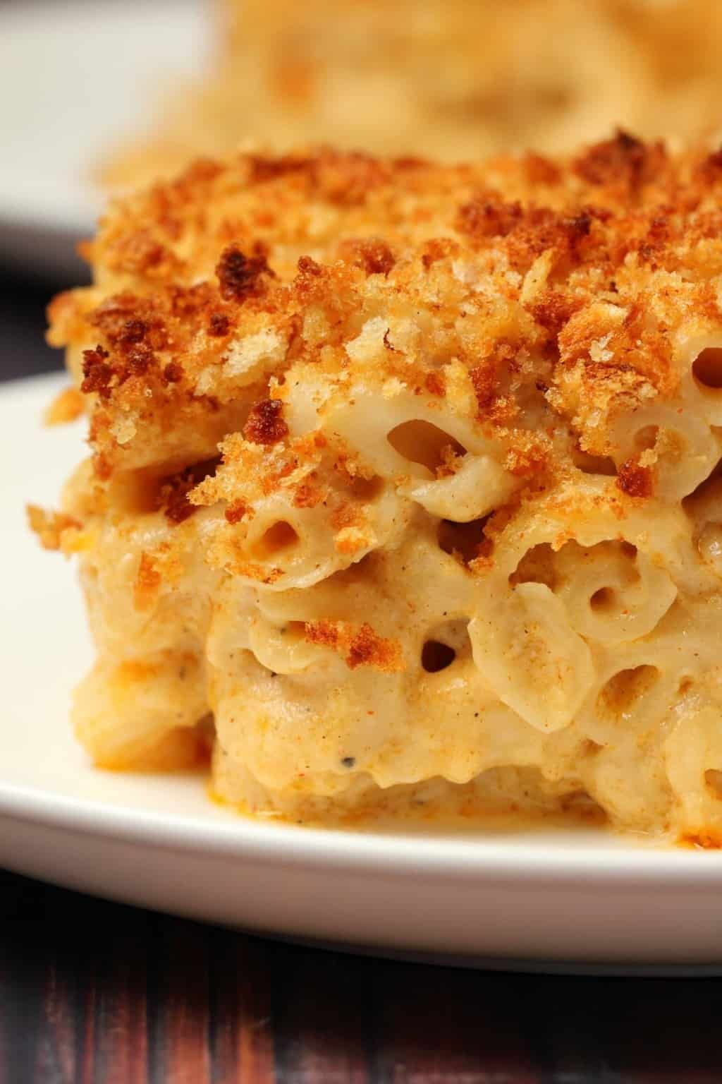 This Classic Vegan Mac And Cheese Is Ultra Cheesy Saucy And Creamy Topped With Br Vegan Mac And Cheese Vegan Baked Mac And Cheese Recipe Healthy Vegan Dishes
