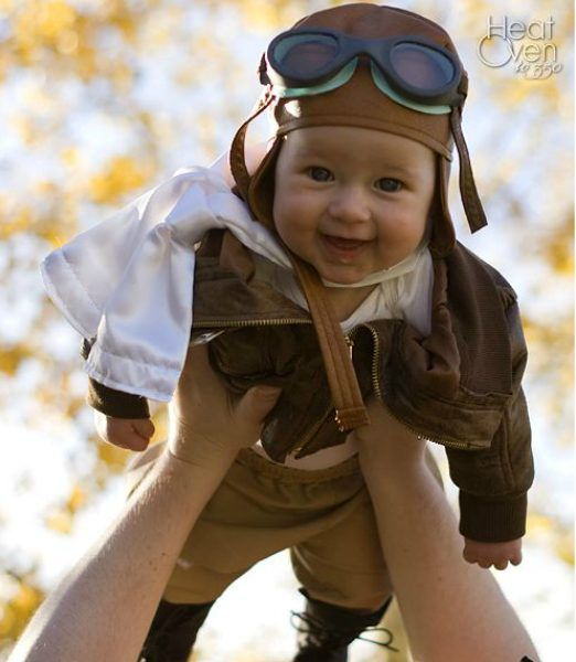 Strong girl Halloween costumes inspired by real-life heroes Amelia Earhart or Bessie Coleman via Heat Ove 350  sc 1 st  Pinterest & 14 empowering girl Halloween costumes based on real-life heroes ...