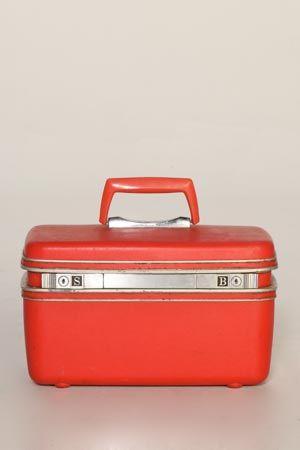 4fc9b8c359b7 Vintage Red Samsonite Train Case   LIBBYSTORY.COM  24 My mom used to ...