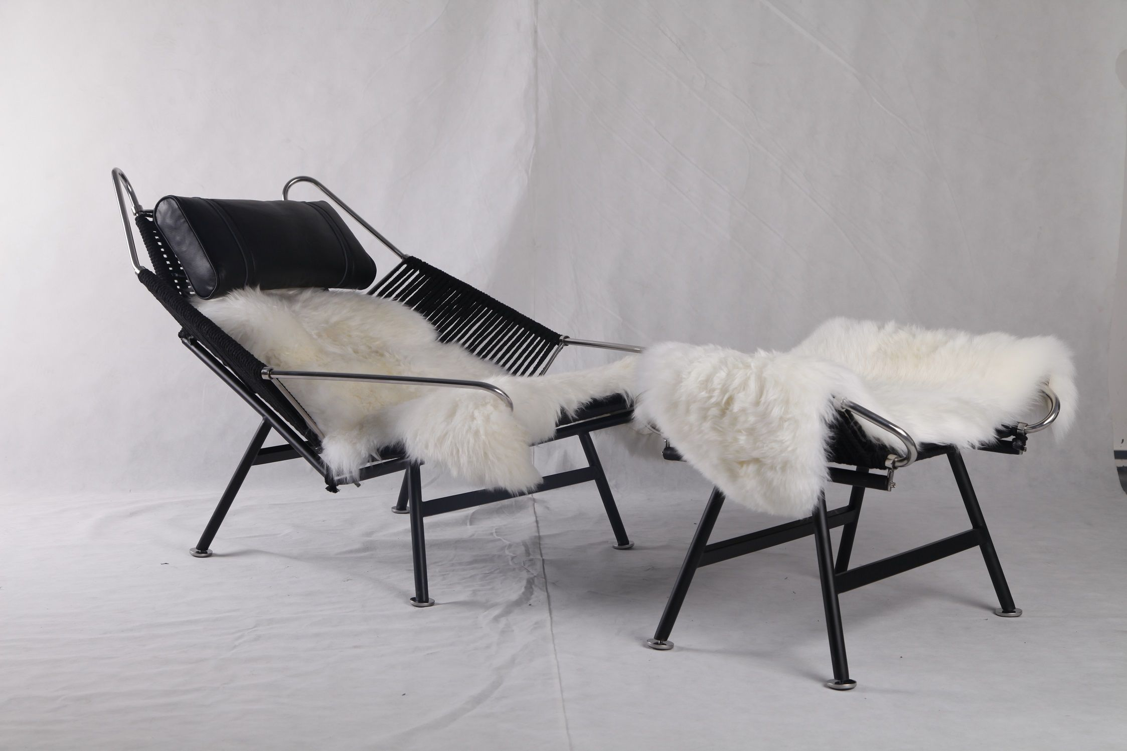 Black Edition Pp225 Hans Wegner Flag Halyard Chair Replica The Chair Come With Black Rope Legs And Pillows Looks Ver Chair Butterfly Chair Modern Lounge Chairs