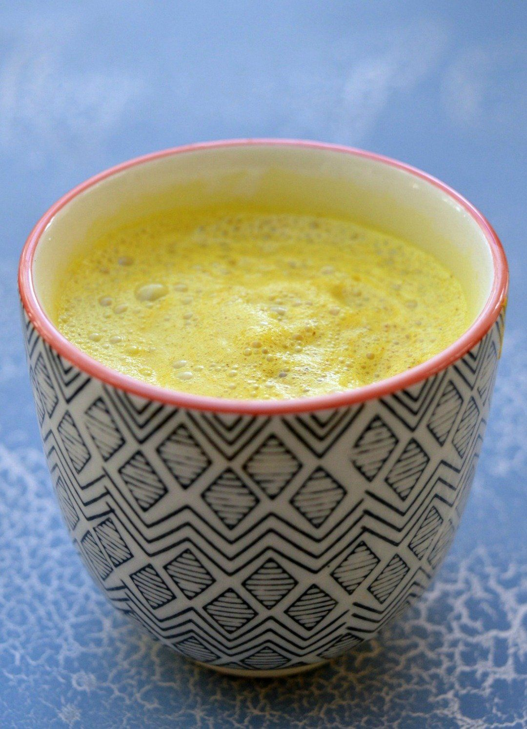 Turmeric Golden Milk or Turmeric Latte seems to be the latest drink to be popping up in cafes all over town. Bursting with nutritional benefits this healthy