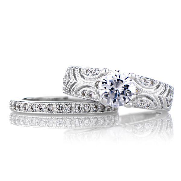 Faye's Vintage Style Round Cut Wedding Ring Set $95.00