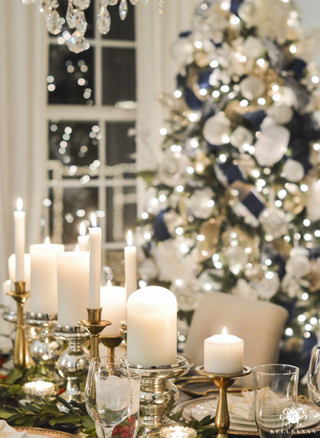 Top 25 Wonderful Christmas Dining Table Decoration Ideas Dexorate Christmas Dining Table Decor Christmas Table Decorations Elegant Christmas Centerpieces