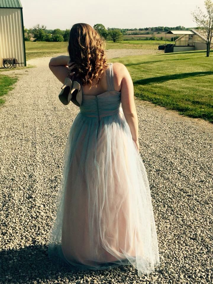 Prom posing