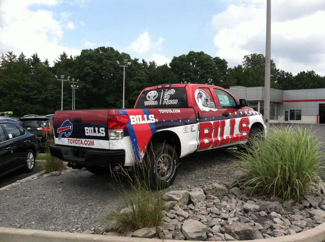Hoselton Auto Mall >> Buffalo Bills Toyota Tundra truck at Hoselton Toyota! Just in time for Bills Camp. #BuffaloBills ...