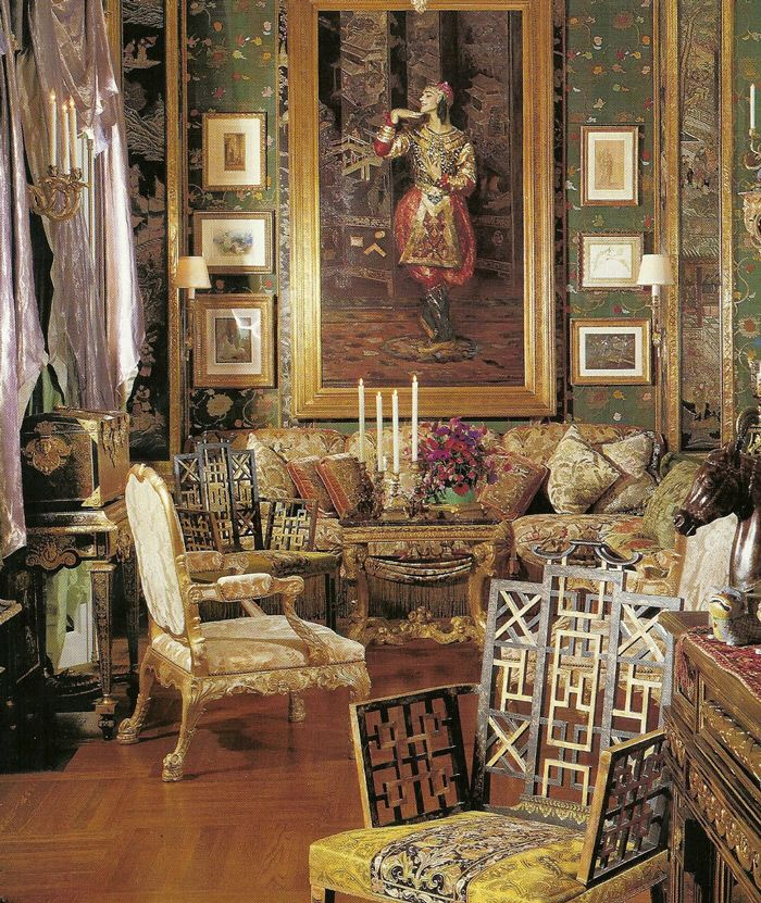 This Living Room Looks Like A Museum So Many Warm Colors Great Prints And Patterns And Cool Paintings Beautiful Interiors World Of Interiors Design