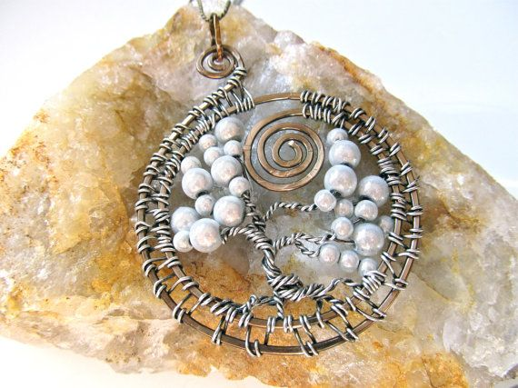 Different design for tree of life. Like   Bisuteria *:)   Pinterest
