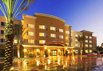 Dog Friendly Hotel At Disney In Anaheim Ca Courtyard By Marriott Disneyland