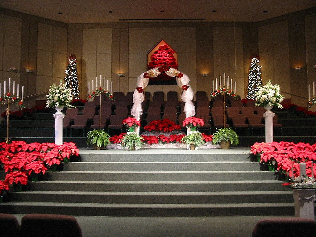 Winter wedding decorations decoration lovely christmas for Christmas church decoration ideas