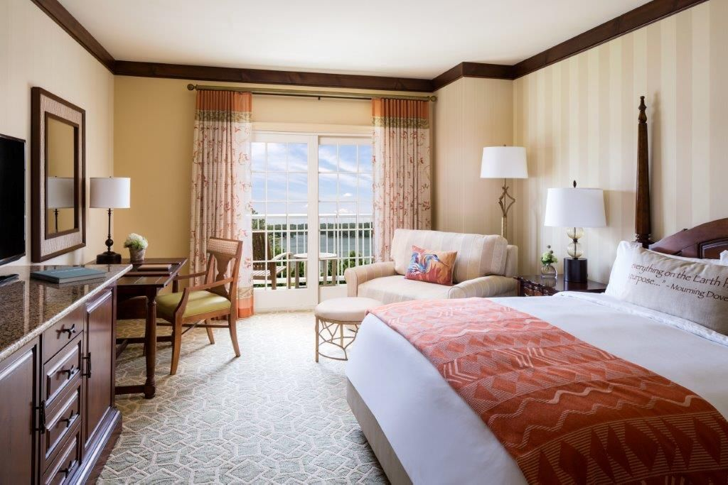 Elements of Southern style prevail on all 251 guestrooms
