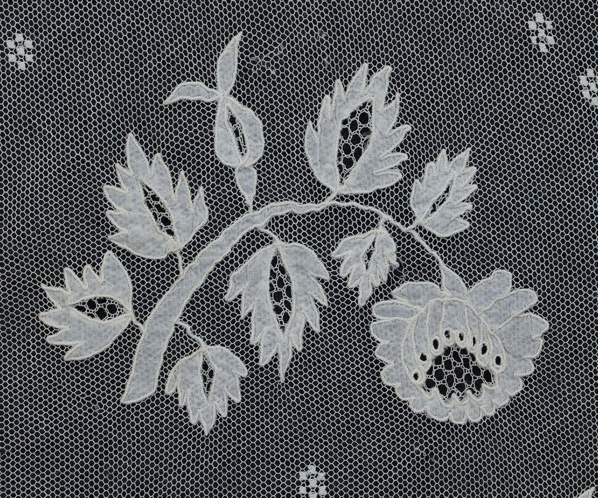 Antique Lace At Vintage Textile 2754 Carrickmacross Lace Shawl Antique Lace Lace Shawl Vintage Textiles