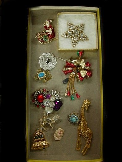 Brooch the gap, with some pin love.  July 3rd Sale    CANT Make the Sale... NOT a Problem!     PLEASE CALL 215-788-6700 or 215-499-7023 to leave bids or to make arrangements to bid by phone.  Or Email: Ray@BristolAuction.com     ABSENTEE BIDS MAY BE LEFT VIA EMAIL UP UNTIL 2:00PM DAY OF SALE AFTER 2:00PM PLEASE CONTACT US TO LEAVE BIDS OR TO MAKE ARRANGEMENTS TO BID BY PHONE at 215-788-6700