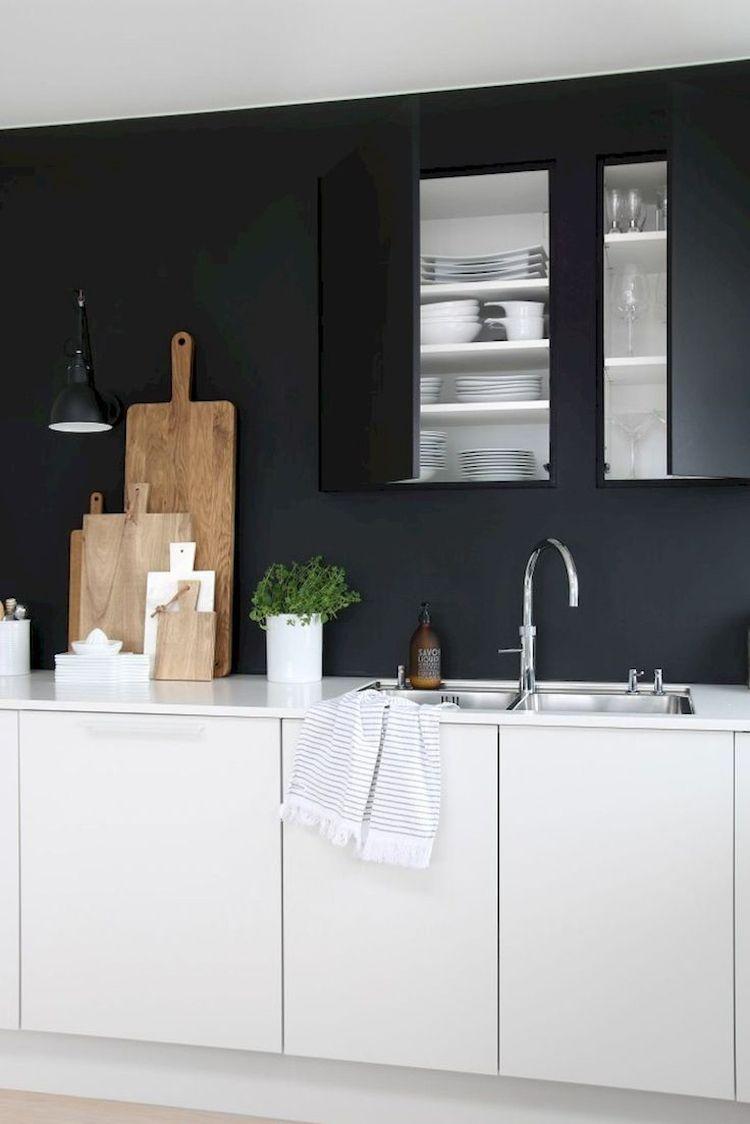 moderne Küche schwarze Rückwand grifflos Black kitchens