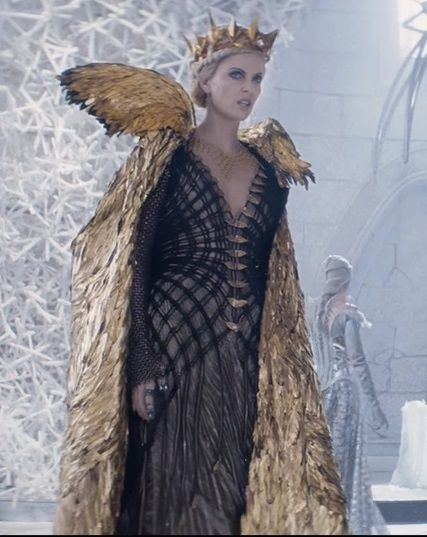 Le chasseur et la reine des glaces the huntsman winters war pinterest costumes queens and - Robe reine des glaces ...