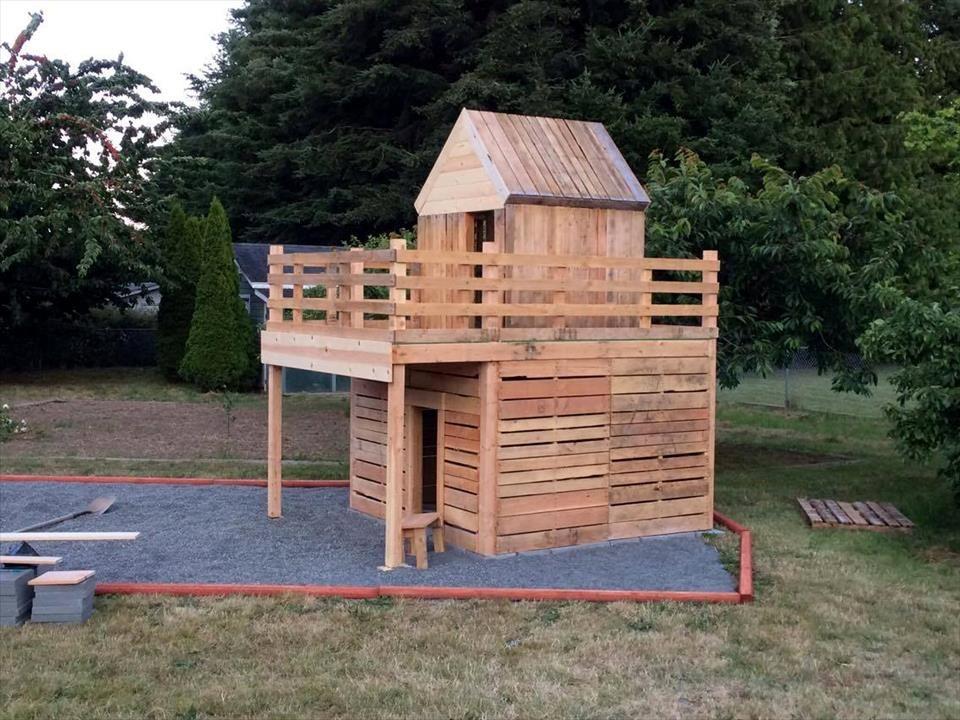 DIY Pallet Playhouse For Kids Fun
