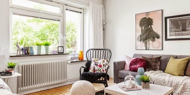 En esta ocasión vemos cómo en una misma estancia debe compartir espacio el sofá y la cama. ¿Qué os parece el resultado?