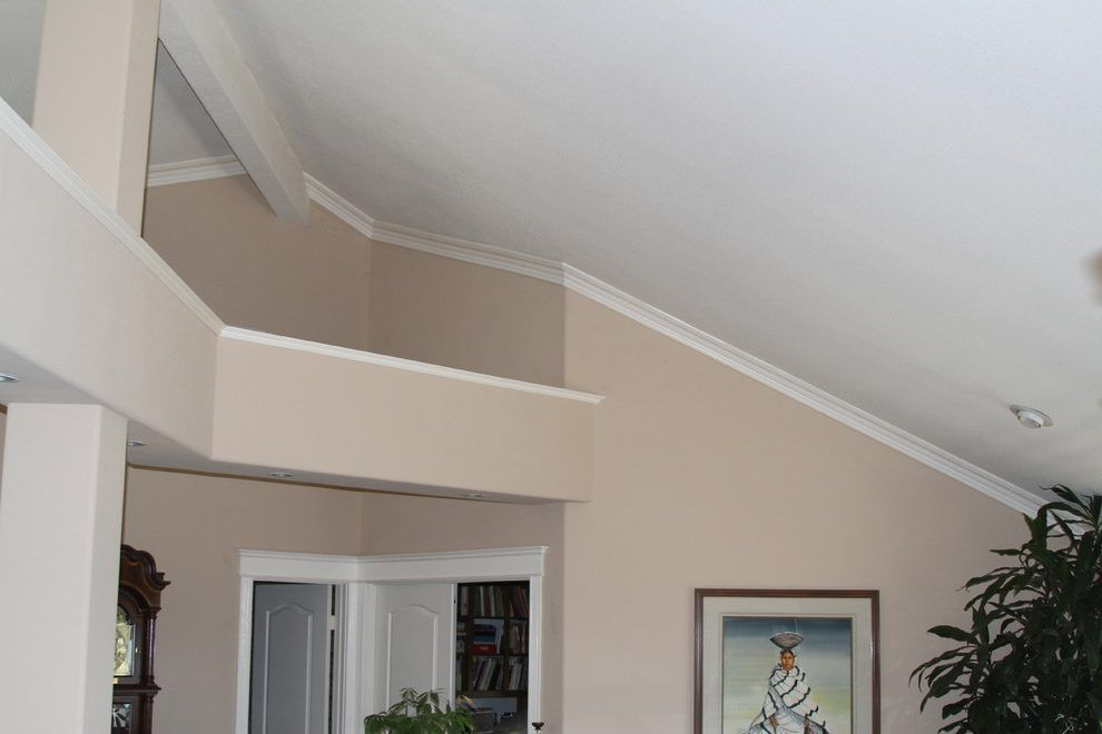 20 Vaulted Ceiling Ideas To Steal From Rustic To Futuristic Crown Molding Vaulted Ceiling Ceiling Trim Ledge Decor