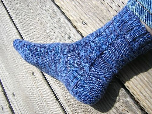 Aran Braid Socks Free Pattern On Ravelry Purl Pinterest