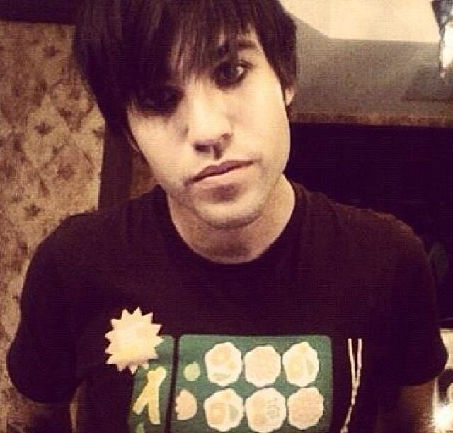 emo looks so good on you