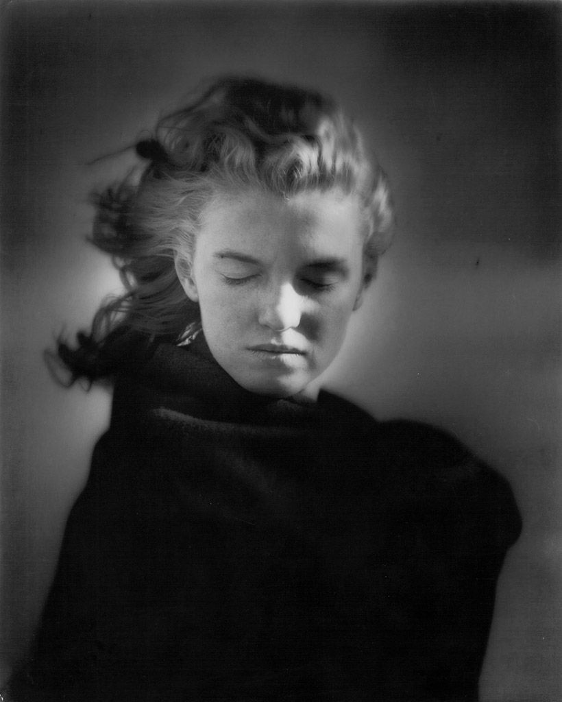 Steven Kasher Gallery presents until July 20 Andre de Dienes: Marilyn and California Girls, the first solo show of photographer Andre de Dienes in New York in over ten years. The exhibition features more than fifty lifetime prints from de Dienes' two most famous series, Marilyn Monroe and California nudes. In 1945, De Dienes (1913-1985) was the first professional photographer to photograph Marilyn when she was just a model named Norma Jeane Baker. One of Marilyn's first lovers, de Dienes…