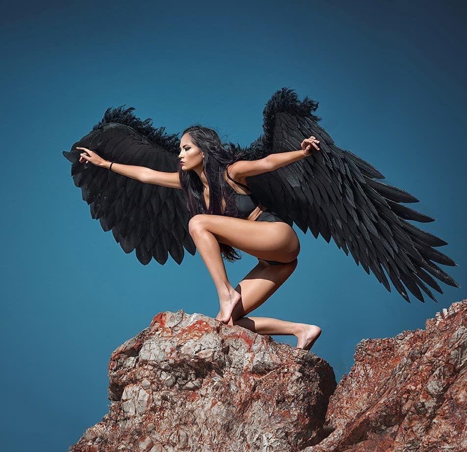 Картинки с девушками брюнетками и крыльями