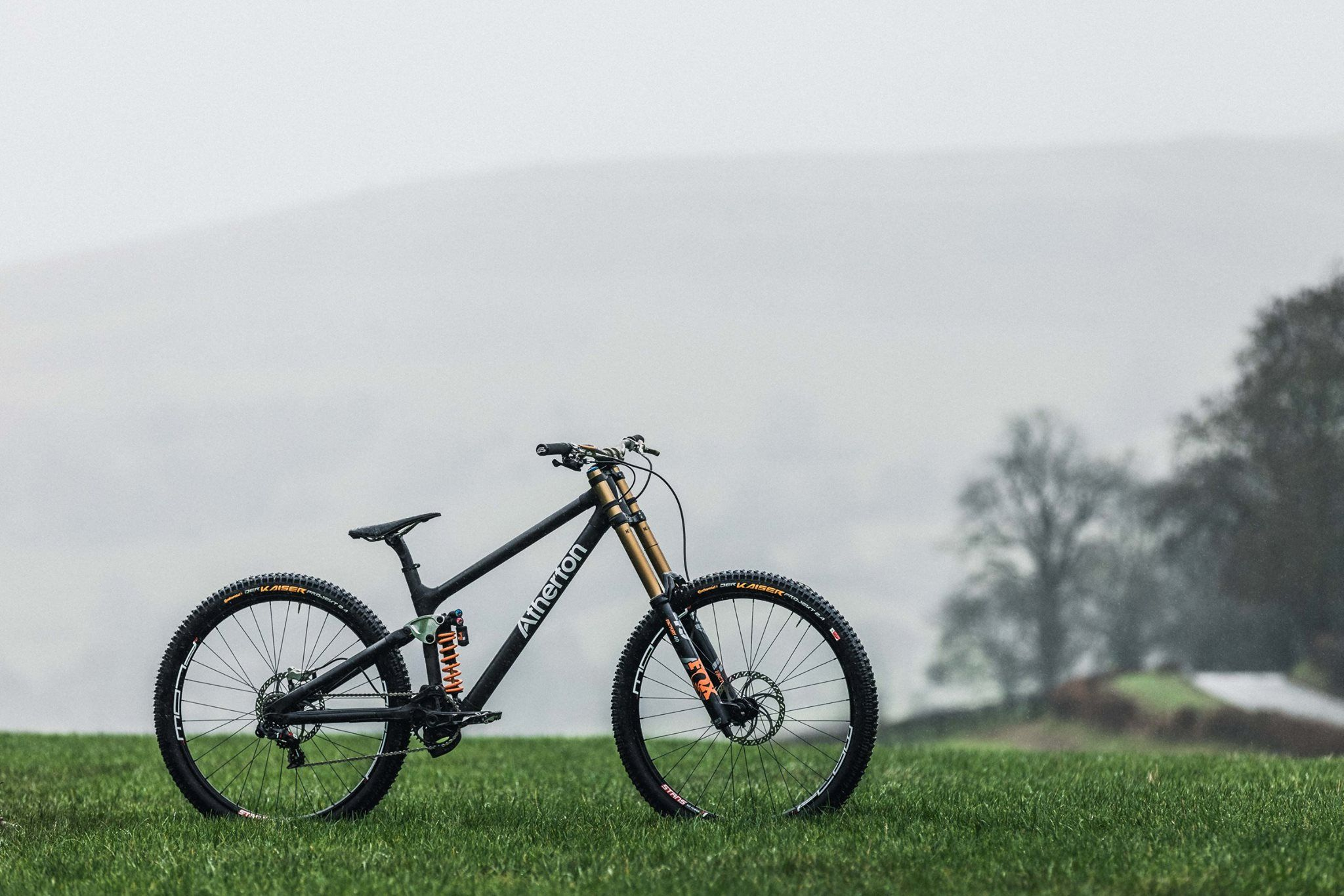 Closer Look Athertons Prototype Dw Link Carbon Dh Bike Mountian