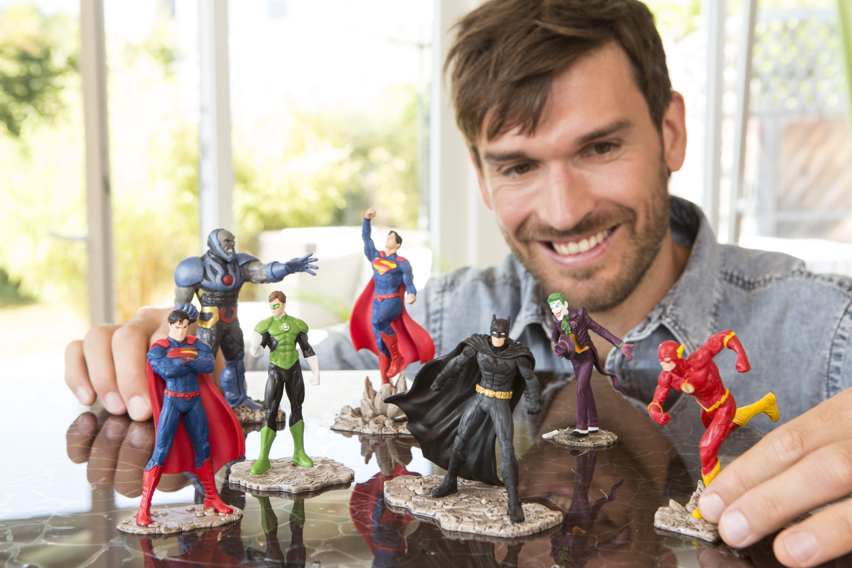 Figurines Schleich Super Heros Borntobekids Paris Boutique Jeux Jouets Enfants Bebe Marque Schleich Figurines Figurine Schleich Jouet Enfant Heureux