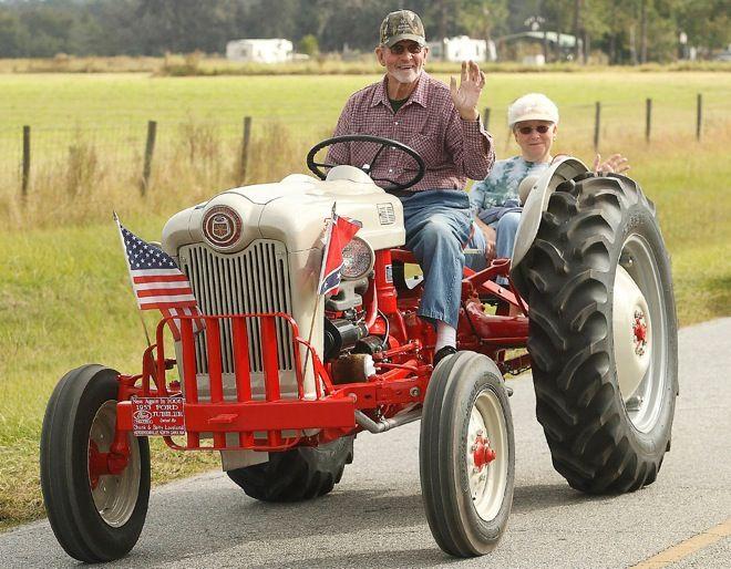 Lake Park Hosts Tractor Caravan Tractors Ford Tractors 8n Ford