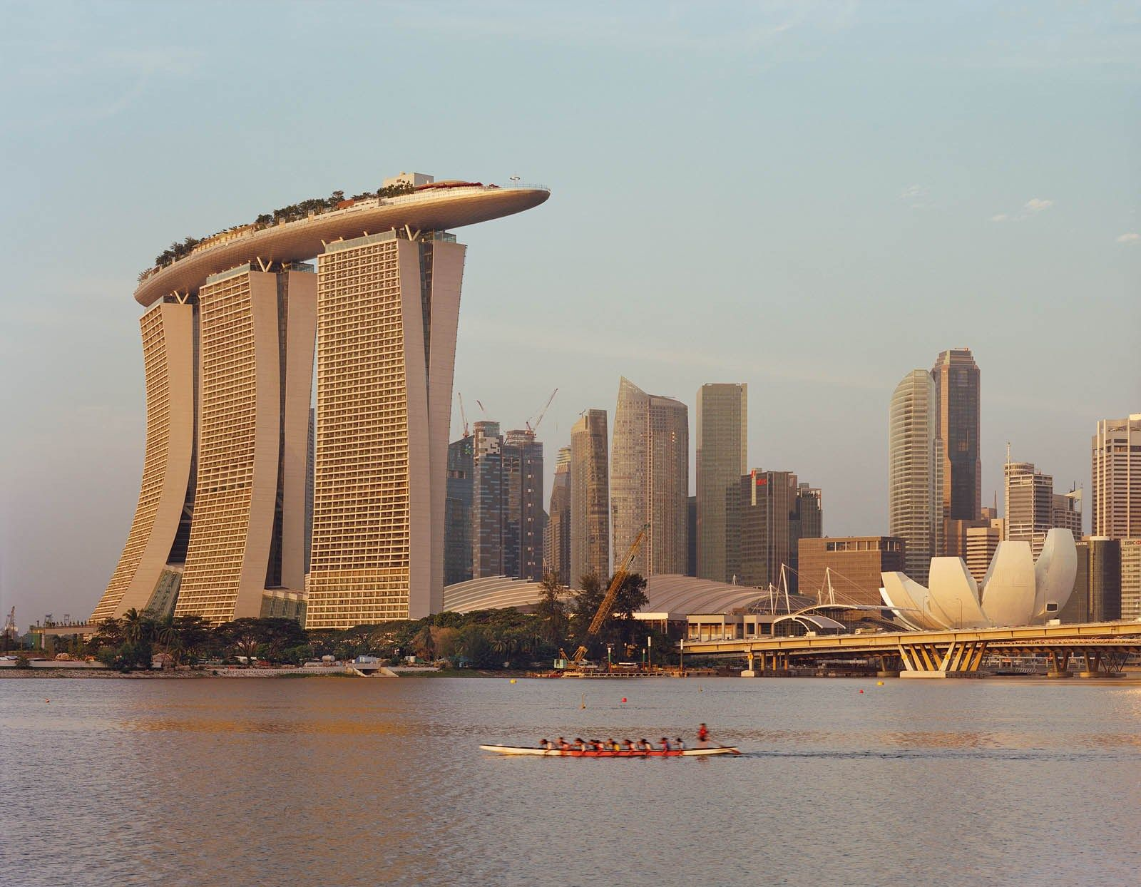 How do you make luxurious apartments lavishing? If you live in Singapore, here is a great example of how to make that happen. Marina Bay Sands is a project owned by Moshe Safdie on Behance, created…