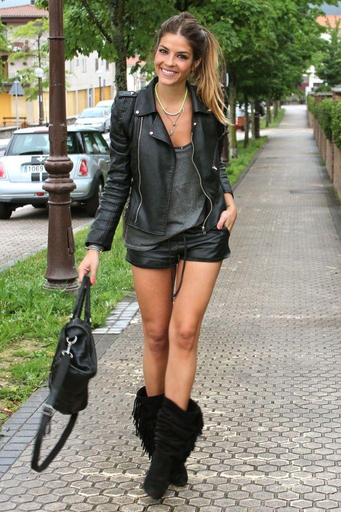 Leather shorts outfit. Not the boots, tho. Femme En Cuissardes, Prêt À e208ade7a5c5