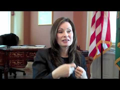 Treasurer of the U.S. - Learn about Rosie Rios, Treasurer of the United States, (the 2nd oldest position in the U.S. behind the president!) and learn what she does in her job. #treasurer #US #government #treasury #money #Kidsgov #video