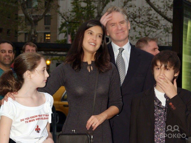 Phoebe cates and kevin kline with their cildren for Phoebe cates and kevin kline wedding photos