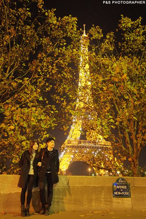 Eiffel Tower by night for honeymoon photo session by P&S Paris Photographer    http://yourparisphotographer.com/