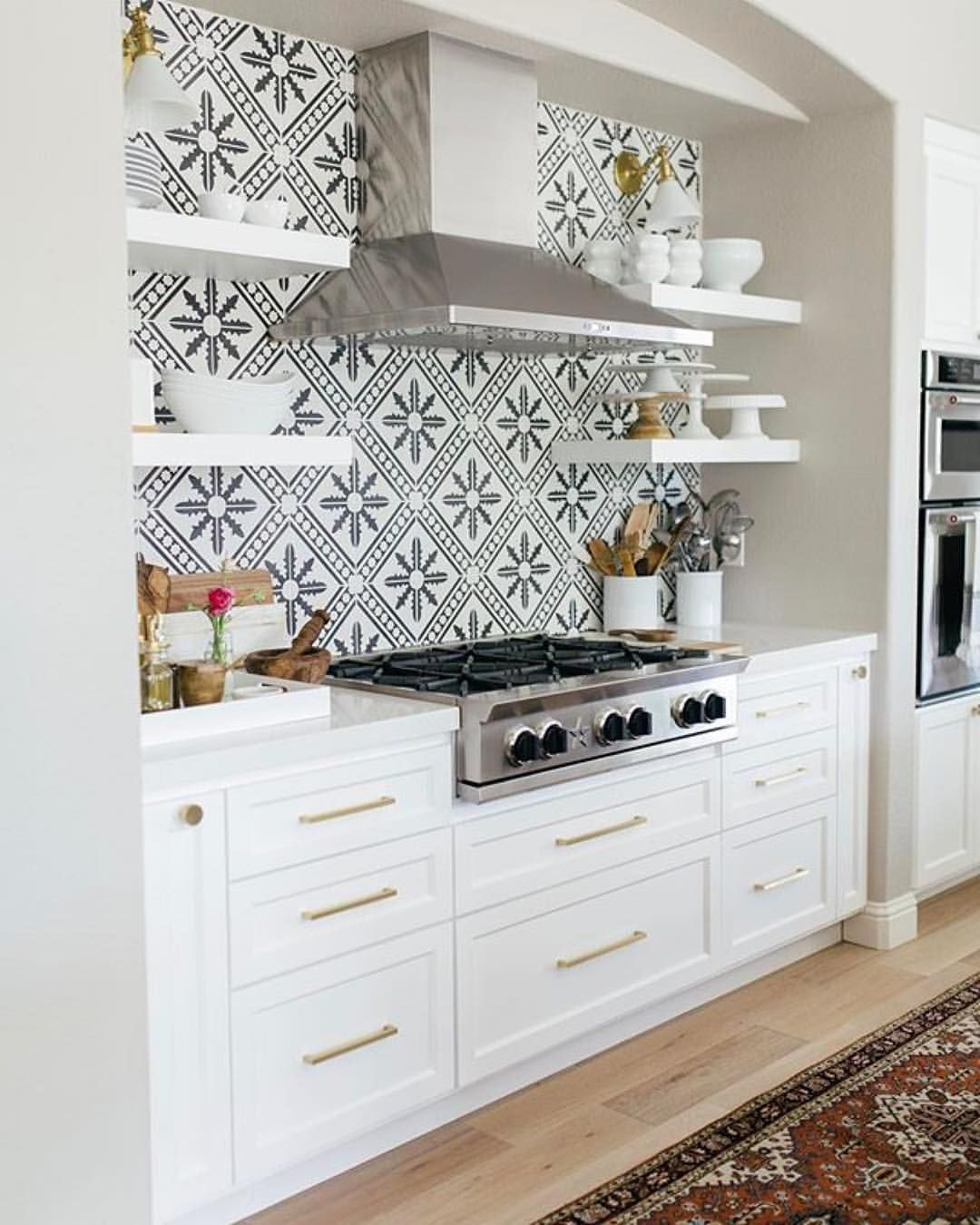 37 Amazing Kitchen Tile Backsplash with Brass