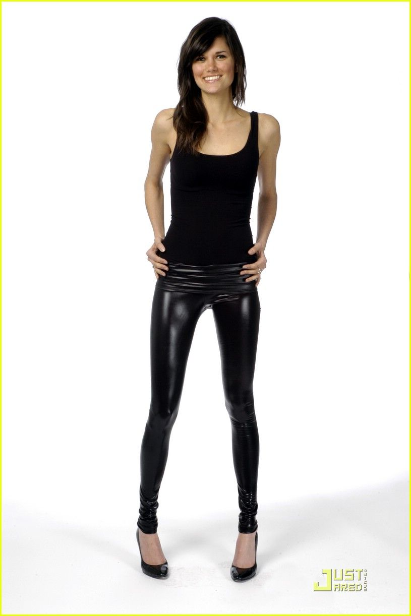toppless-women-in-leggings