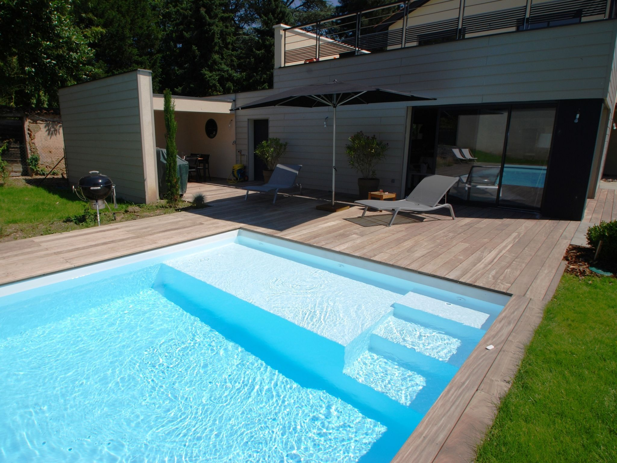 L 39 escalier sur mesure par l 39 esprit piscine escalier sur for Construction pool house piscine