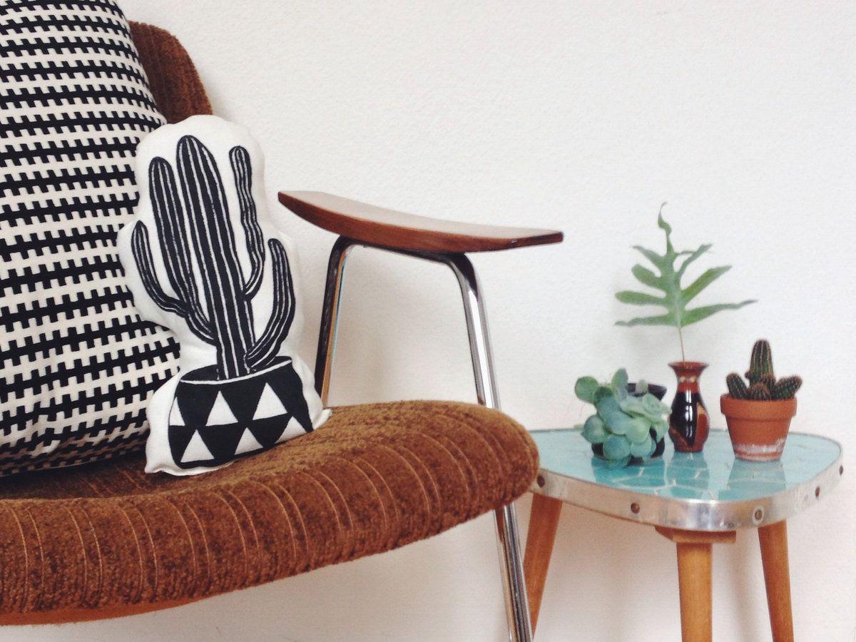 wir lieben kakteen die sch nsten kaktus accessoires f r dein zuhause kaktus vasen und kissen. Black Bedroom Furniture Sets. Home Design Ideas
