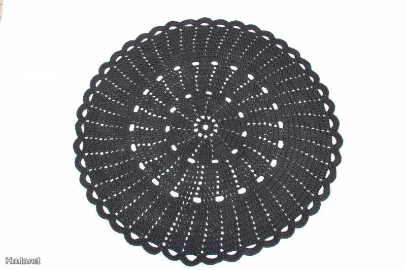 Musta virkattu matto / Quilted mat