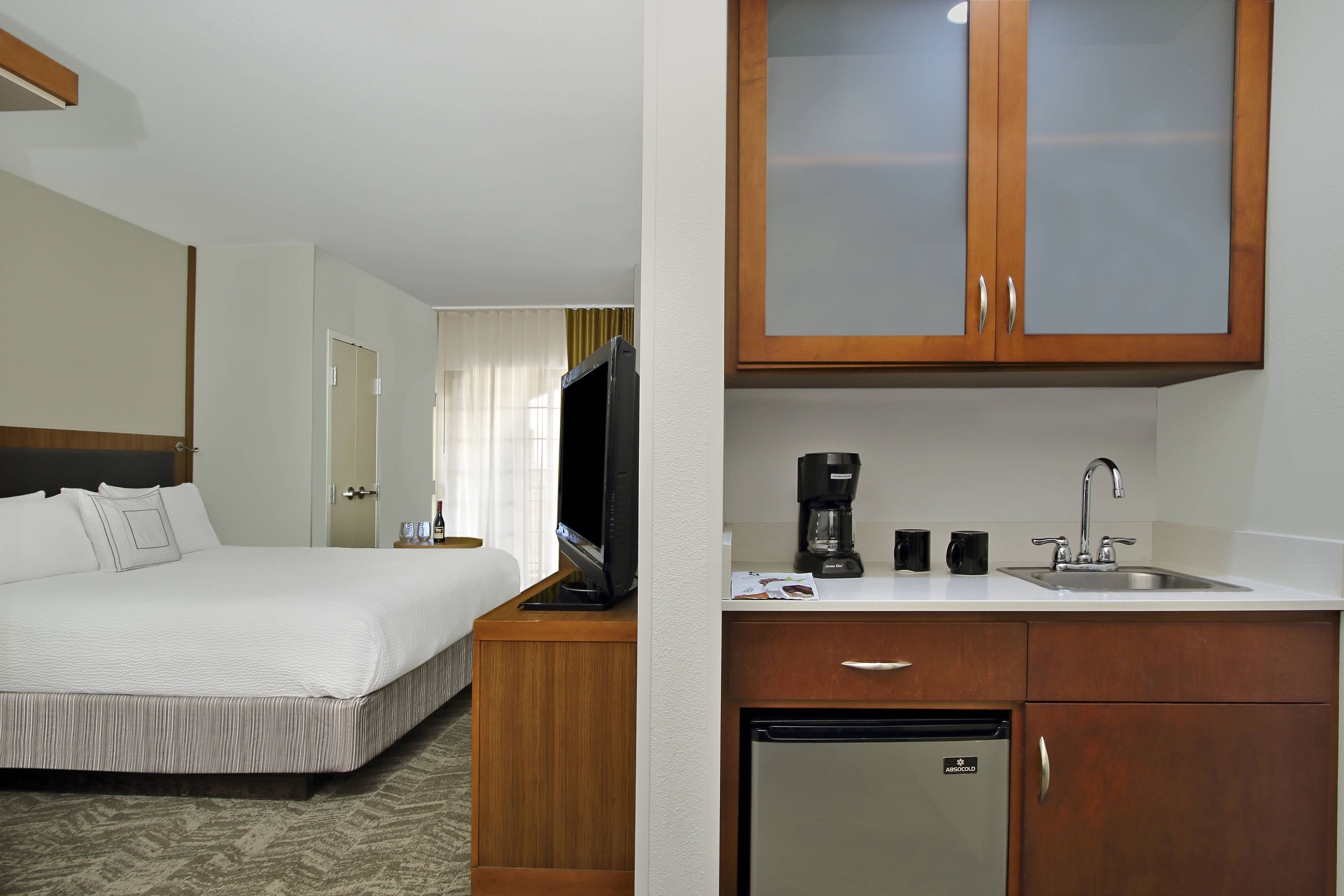 Springhill Suites Madera Guest Room Wet Bar Holiday Comfort