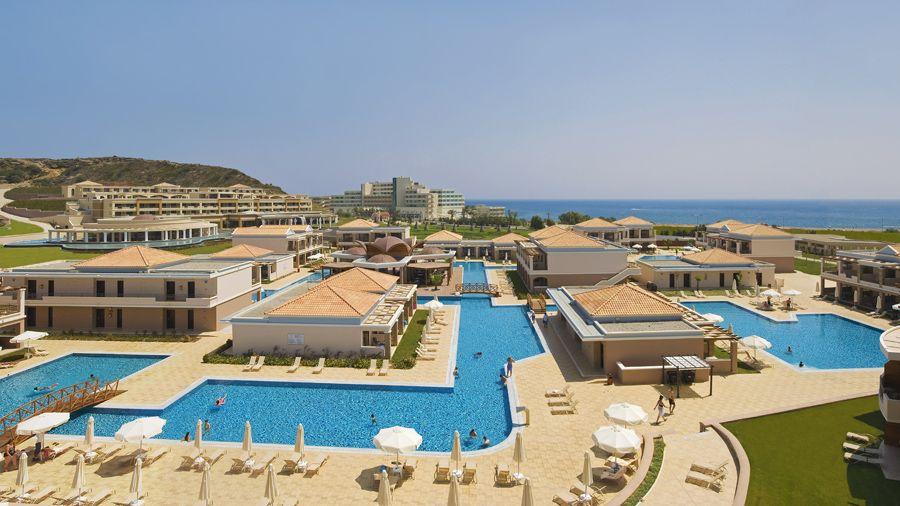 Hotelli La Marquisen laguunimainen uima-allas kiertää sivurakennuksia varmistaen lyhyen matkan uimaan. Hotellissa on kaksi lasten klubitaloa, jotka tarjoavat monipuolista lomaohjelmaa. #Rhodes #Faliraki